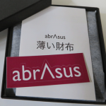 財布が邪魔で持ち歩きたくない人はabrAsus(アブラサス)を試してみたら??
